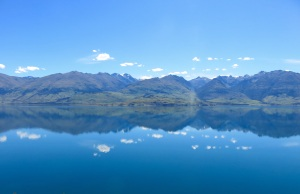 The amazing reflection in Lake Wanaka